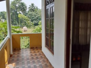 Rent House in Kalagedihena near by kandy road Nittambuwa