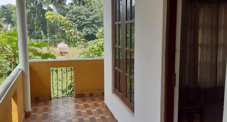 Rent House in Kalagedihena near by kandy road Nittambuwa