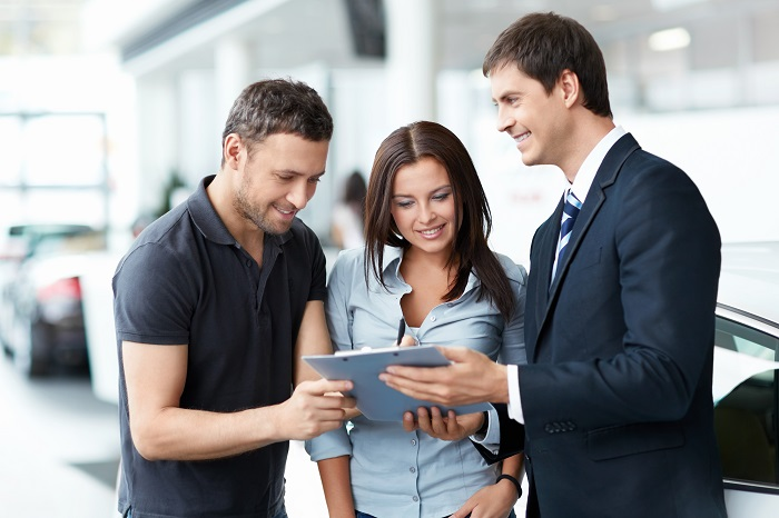 sales-representative-and-couple